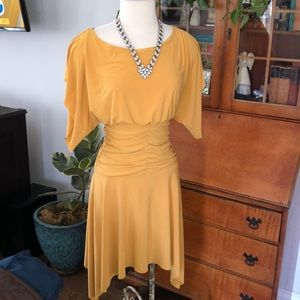 Dresses & Skirts - Vintage yellowish/gold dress.